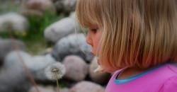Négy éves, óvodás kislányom beszéde időben kezdett fejlődni, de több hangot még mindig nem tud kimondani. Mikor vigyem logopédushoz?
