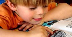 Óvodás kisfiamnak gondot okoz, hogy a zöngés hangok helyett általában zöngétlen hangokat ejt. Mire figyeljek, amikor együtt gyakorlunk otthon?