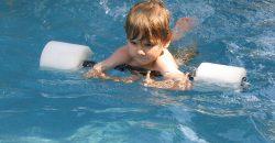 Kisfiam most kezdi az úszástanulást. Szeretném tudni, milyen úszásnem javasolt számára, ha asztmás?