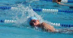 Gyermekem nemsokára kezdi az első osztályt és túlsúlyos. Milyen úszásnem a legmegfelelőbb a számára?