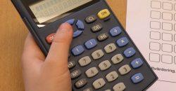 Robi fiam hatodik osztályos, számolási problémákkal küzd. Javasolták, hogy az iskolában számológépet használjon. Nem káros ez?